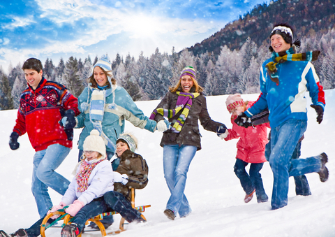Active-Family-in-Winter