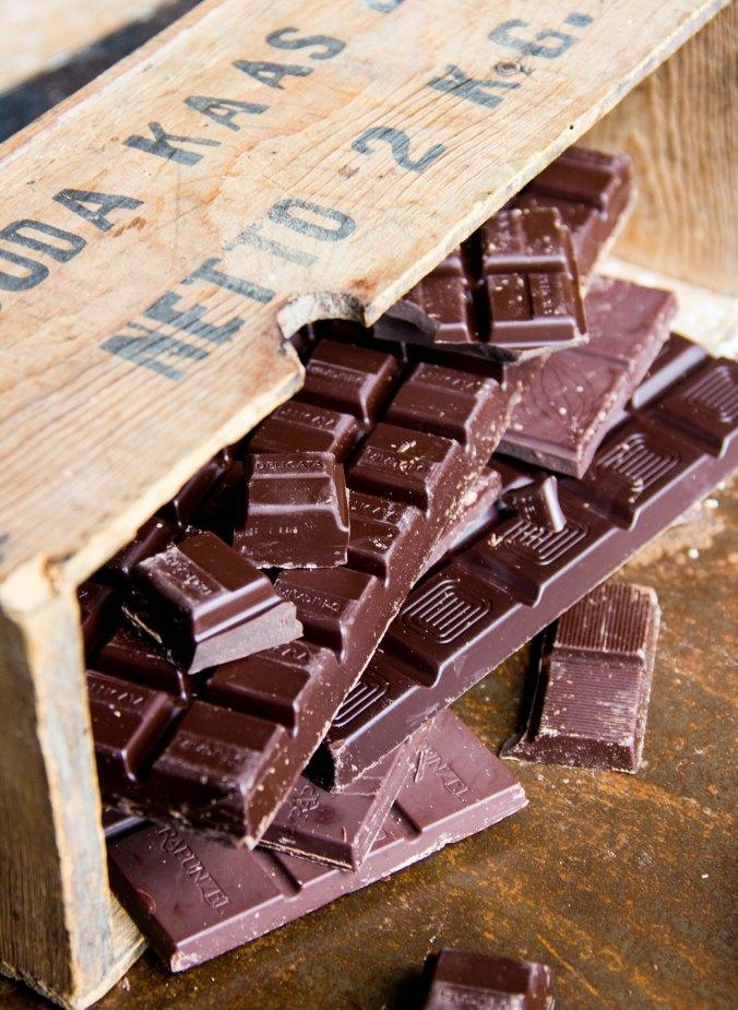 darl chocolate bar